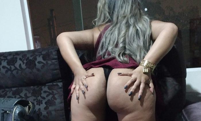 Livia loira rabuda tatuada muito gostosa