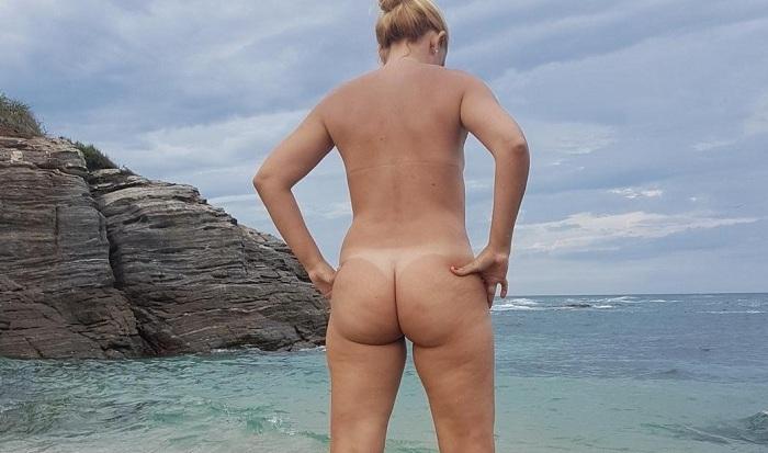 Loira casada pelada na praia deserta