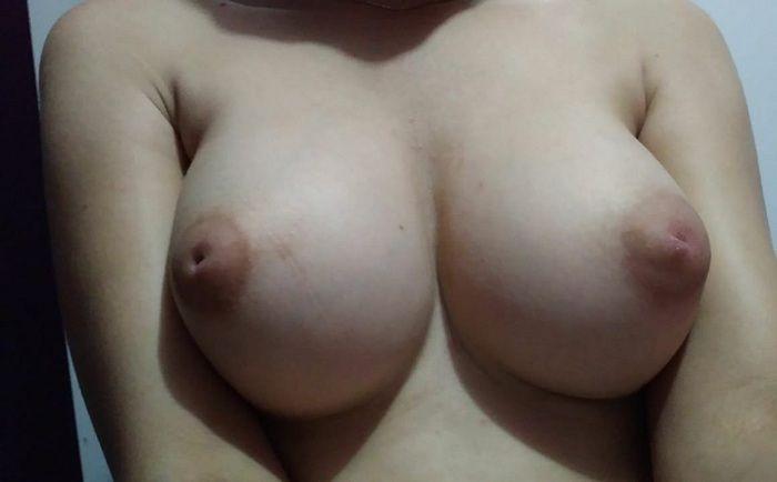 Esposa dos peitos lindos curte um anal