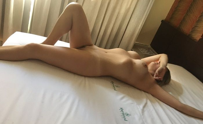 Loirinha gostosa curtindo menage feminino