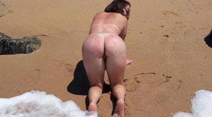 Esposa completamente nua na praia