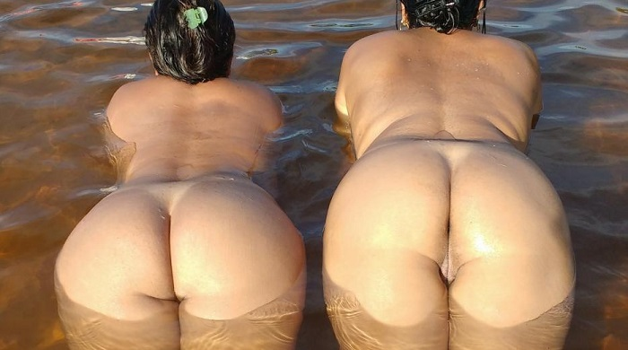 Gostosa e a amiga peladas na praia