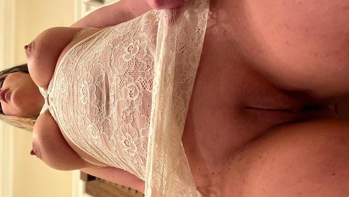 Ensaio sensual da loira casada