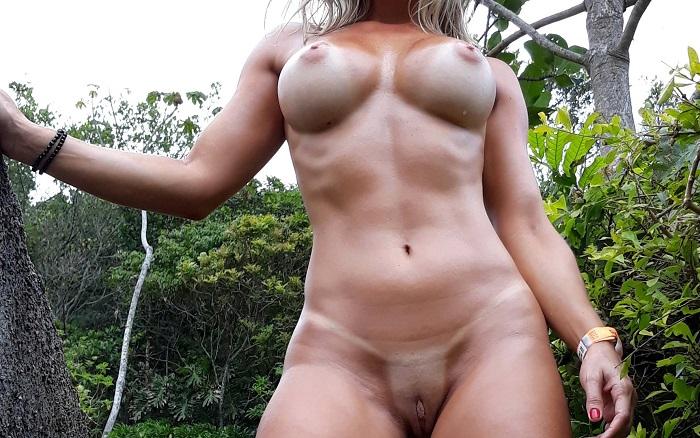 Loira sarada bucetuda exibida pelada