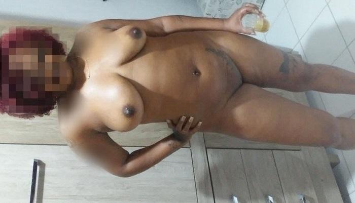 Negra gostosa casada curte uma putaria