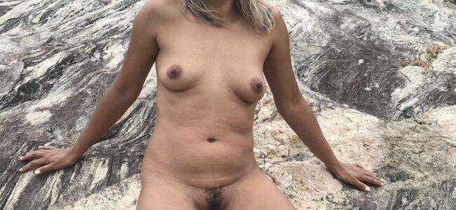 Coroa tesuda pelada na praia