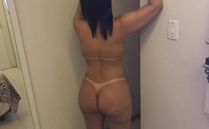 Esposa no motel pelada mostrando o bronzeamento