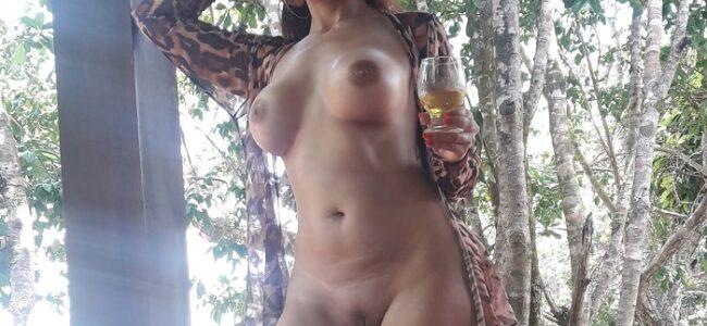 Morena alta e gostosa em fotos peladas