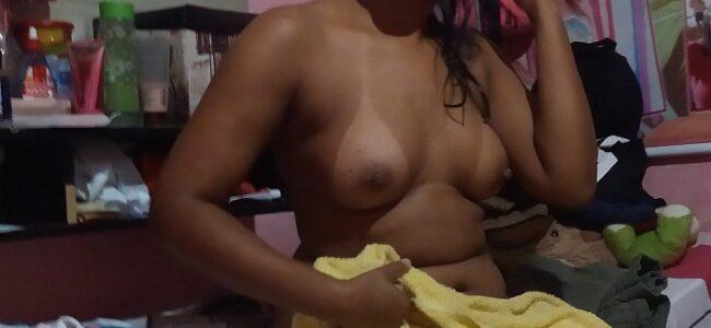 Esposa mulata gostosa se exibindo pelada
