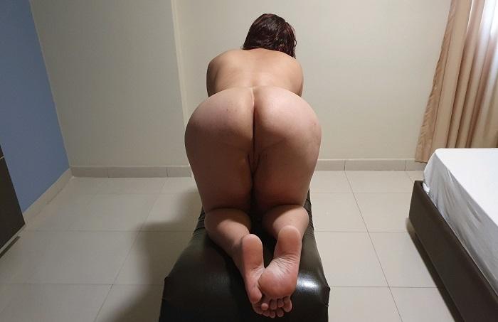 Esposa bunduda se exibindo pelada para o marido